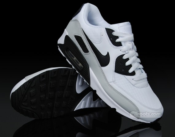 nike-air-max-90-white-grey-black-02-570x449